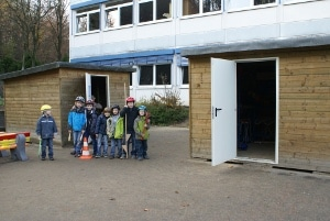 Spielehäuser auf dem Schulhof
