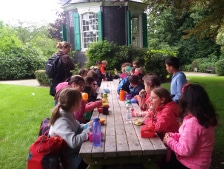 Frühstück am historischen Gartenhaus